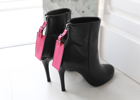 tag ankle boot heel