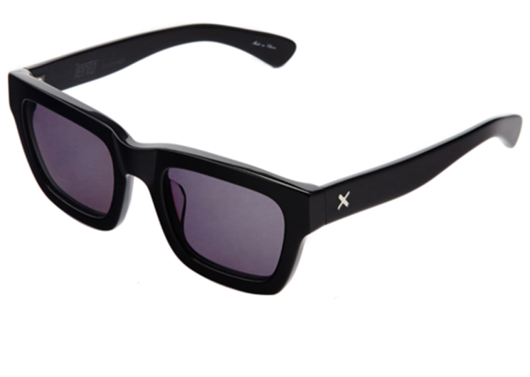 walking flea market-trenta sunglasses