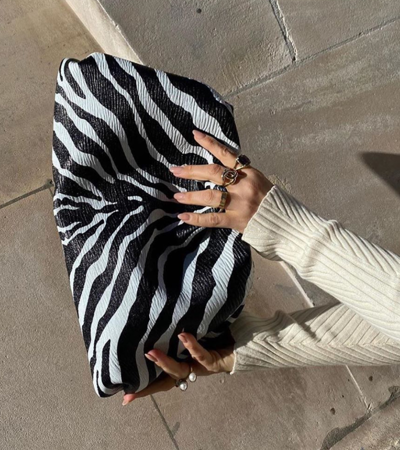 pattern clutch (zebra)