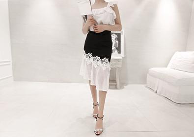 rose black skirt